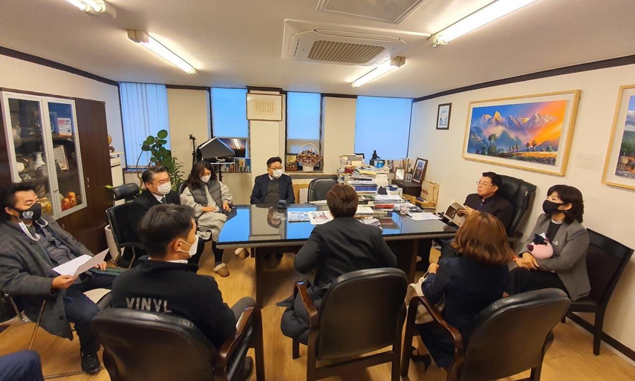 UN피스코(UN한반도평화번영재단, 이사장 김덕룡)가 12월8일 '2020년 전문가 초청 통일외교 총정리, 청년과의 대화'를 개최했다.